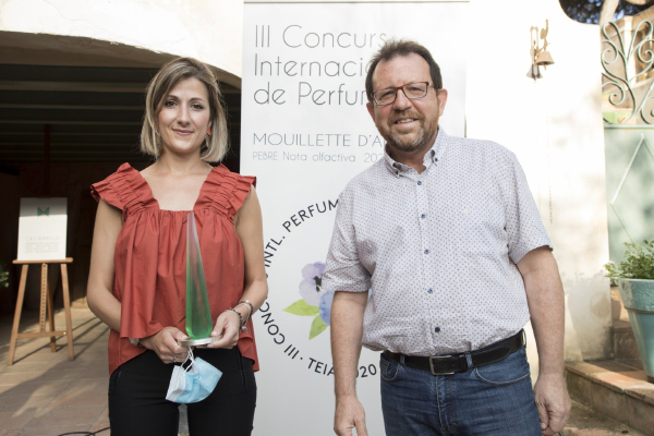 The winner of the popular award and the Mayor of Teià